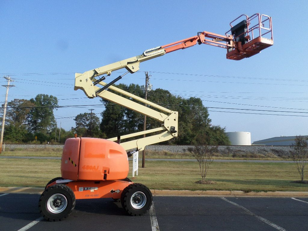 JLG knuckle boom lift